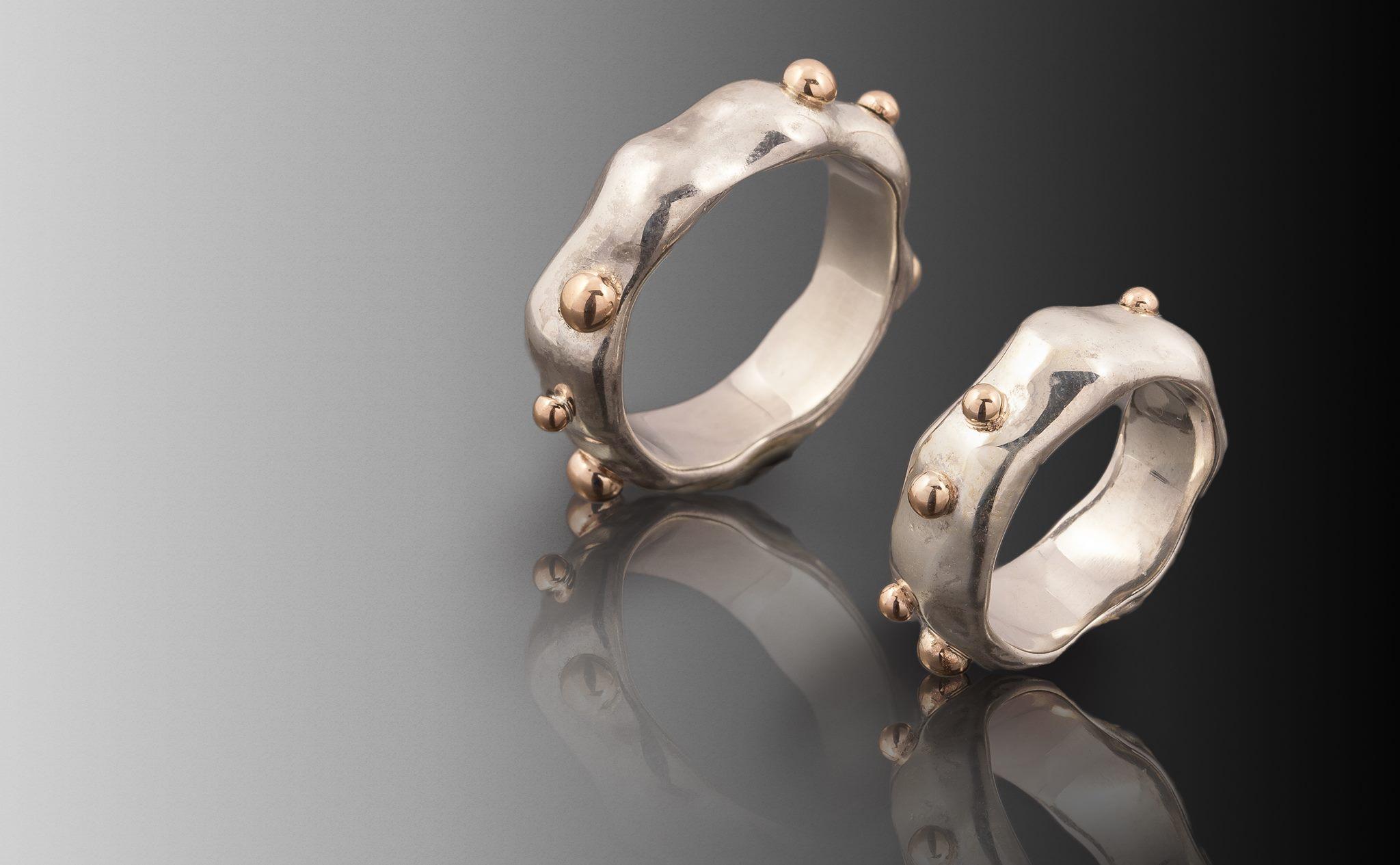 Vienetiniai vestuviniai žiedai iš sidabro.