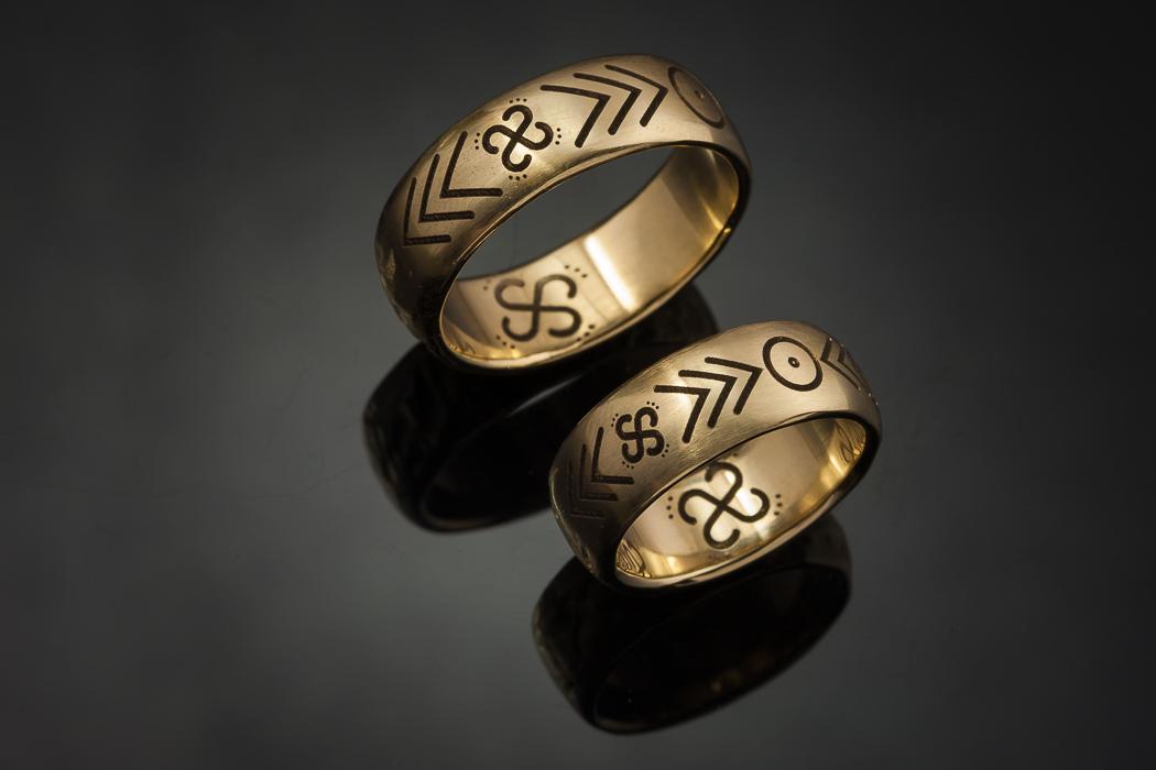 Vestuviniai žiedai iš geltono aukso.
