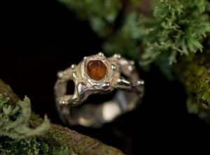 Sužadėtuvių žiedas su gintaru