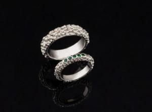 Vestuviniai žiedai su smaragdais