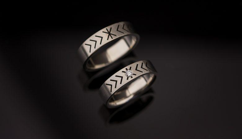 Vienetiniai vestuviniai žiedai iš balto aukso
