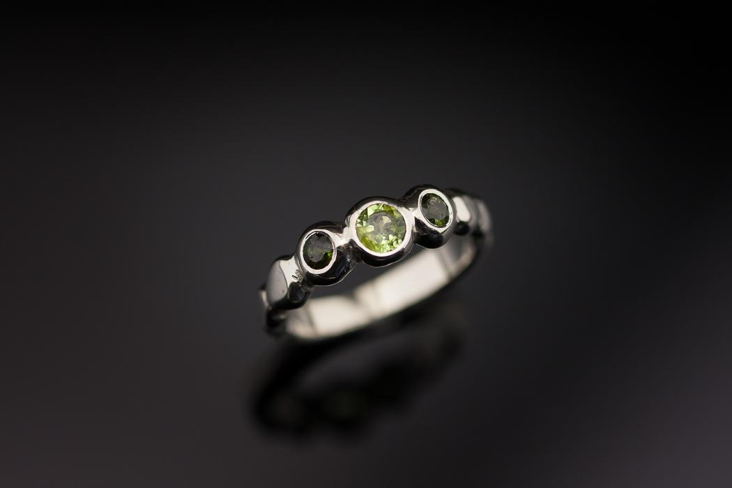 Sužadėtuvių žiedas iš balto aukso
