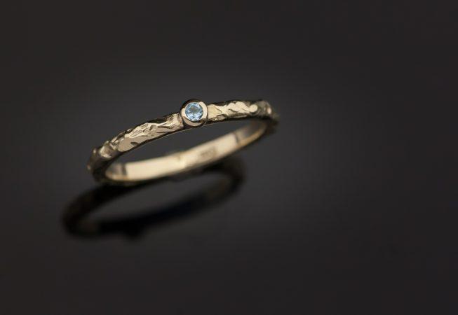 Auksinis sužadėtuvių žiedas su topazu