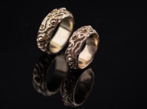 Geltono ir raudono aukso vestuviniai žiedai