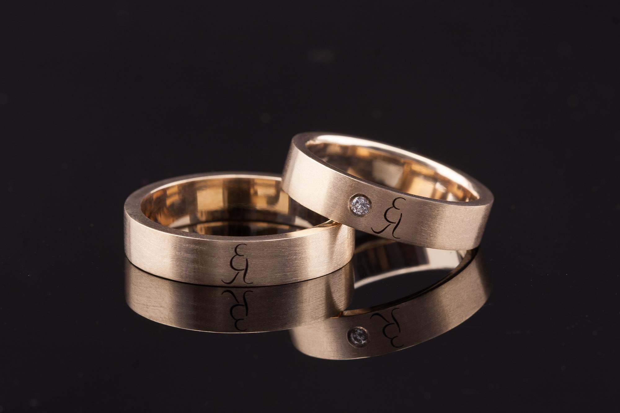 Vestuviiai žiedai su inicialais