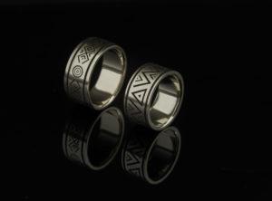 Platūs vestuviniai žiedai iš balto aukso