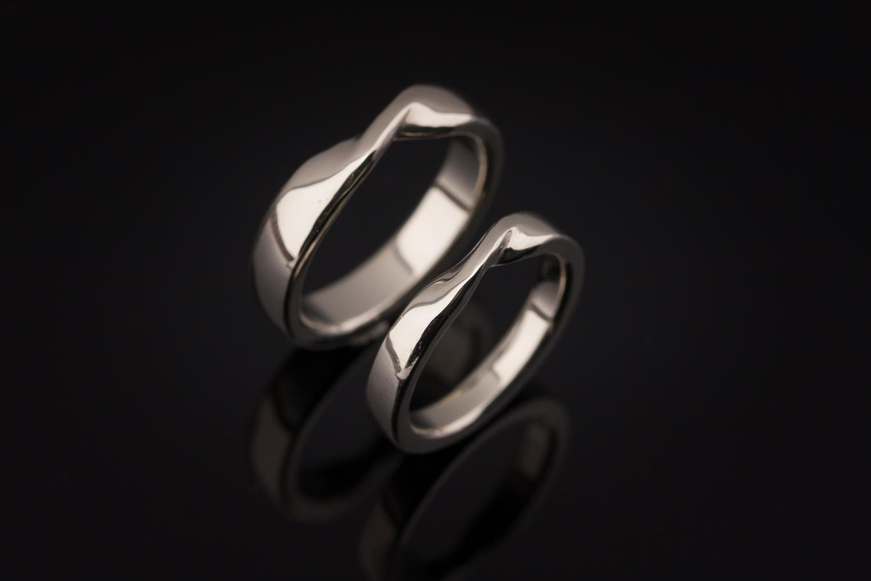 Vestuviniai žiedai su Mobijaus juosta