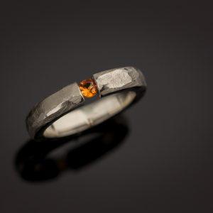 Balto aukso sužadėtuvių žiedas su oranžiniu safyru
