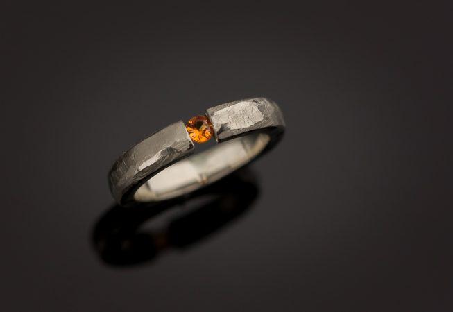 Balto aukso sužadtuvių žiedas