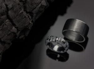 Austėjos ir Gedimino  juodi vestuviniai žiedai