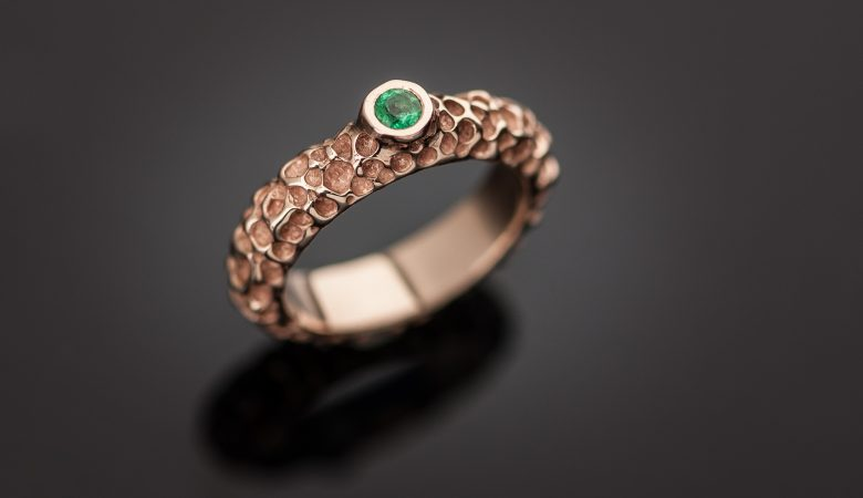 Žiedas su smaragdu