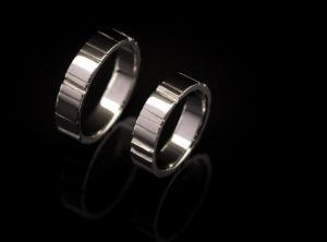 Balto aukso vestuviniai žiedai su rantais