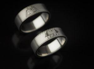 Balto aukso vestuviniai žiedai graviruoti simboliais