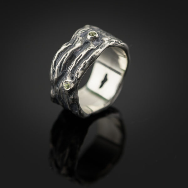 sidabrinis žiedas su safyrais