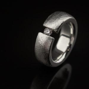 Sidabrinis žiedas su briliantu