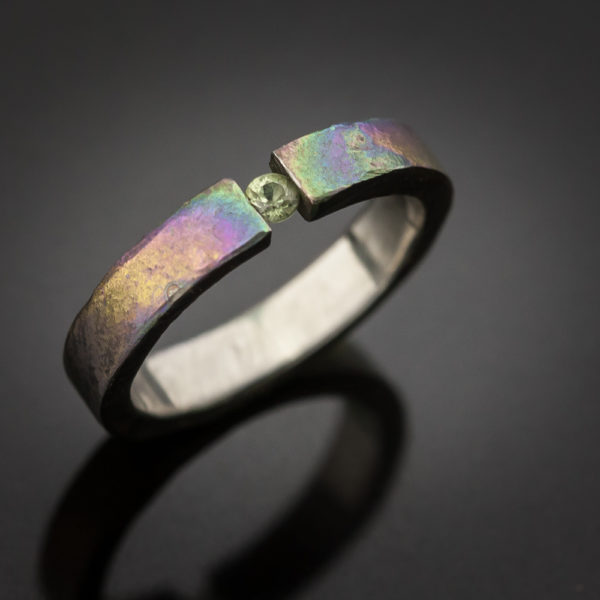 Titano žiedas su safyru