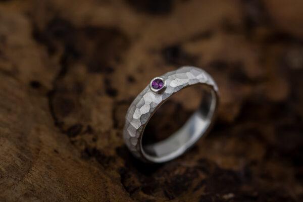 sidabrinis žiedas su rodolitu