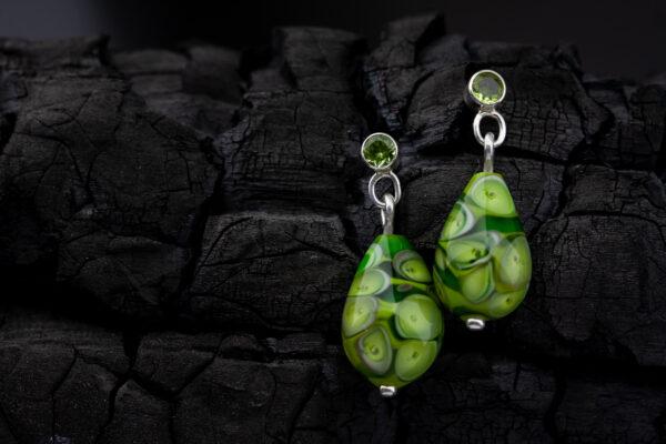 Žali auskarai su peridotais