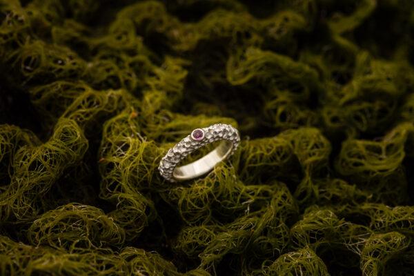 Žiedas su rodolitu