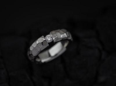 Sidabrinis sužadėtuvių žiedas su briliantu