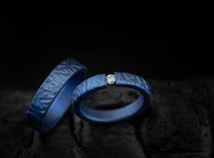 Mėlyni žiedai iš titano