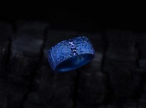 Titano žiedas su trim safyrais