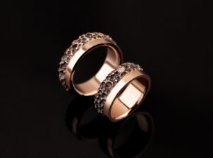 Raudono aukso žiedai