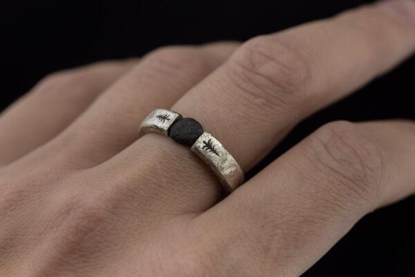 Žiedas su Baltijos jūros akmeniu.