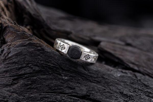 Žiedas su Baltijos jūros akmeniu