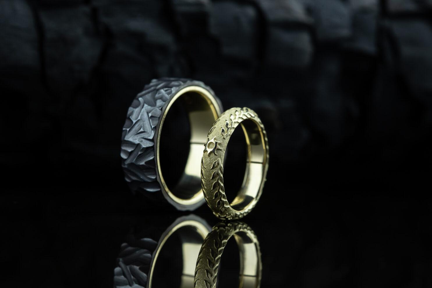Juodo titano ir aukso žiedai
