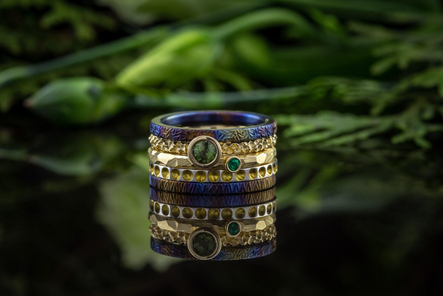 Titano, aukso ir sidabro žiedų rinkinys