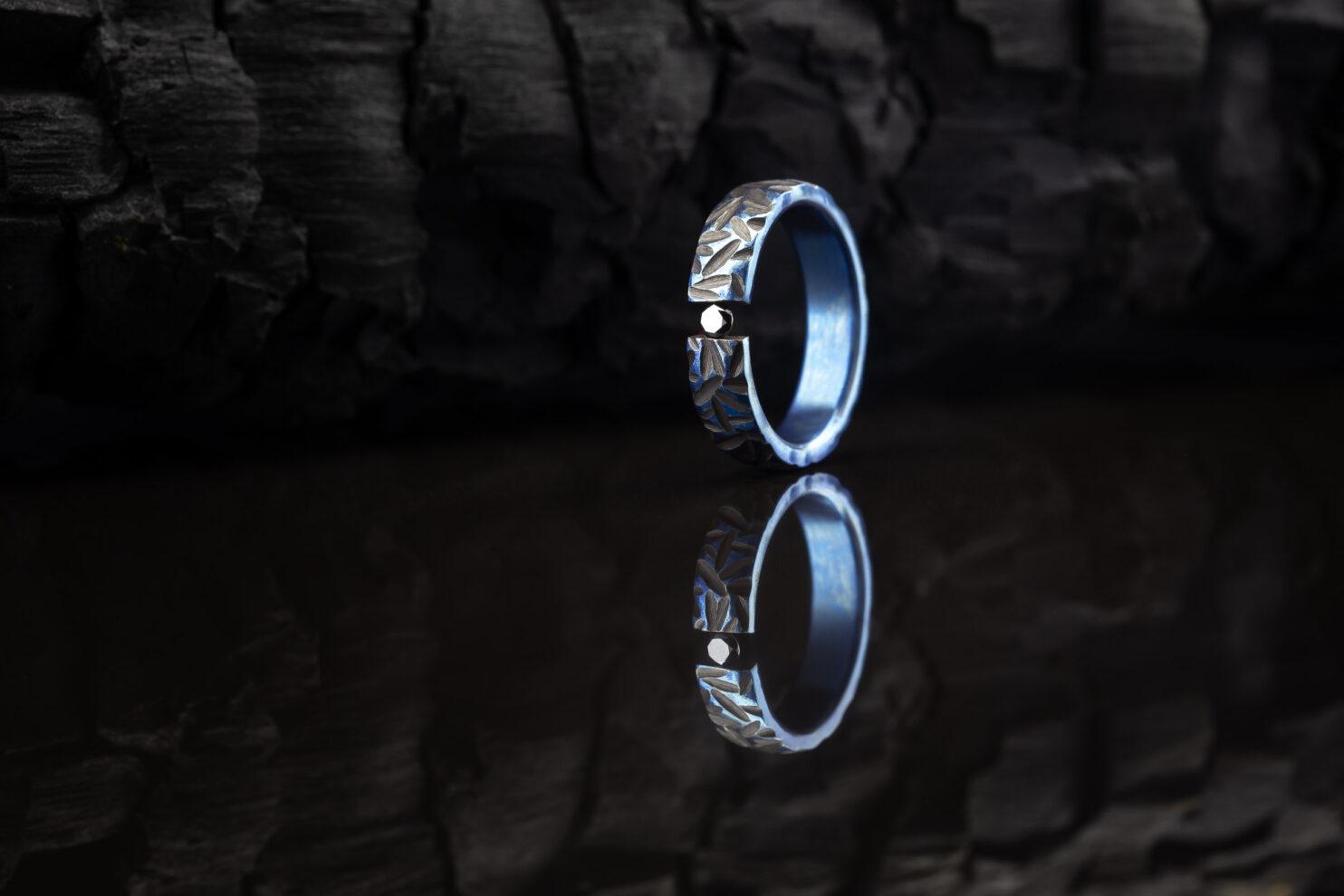 Titano žiedas su juodu deimantu
