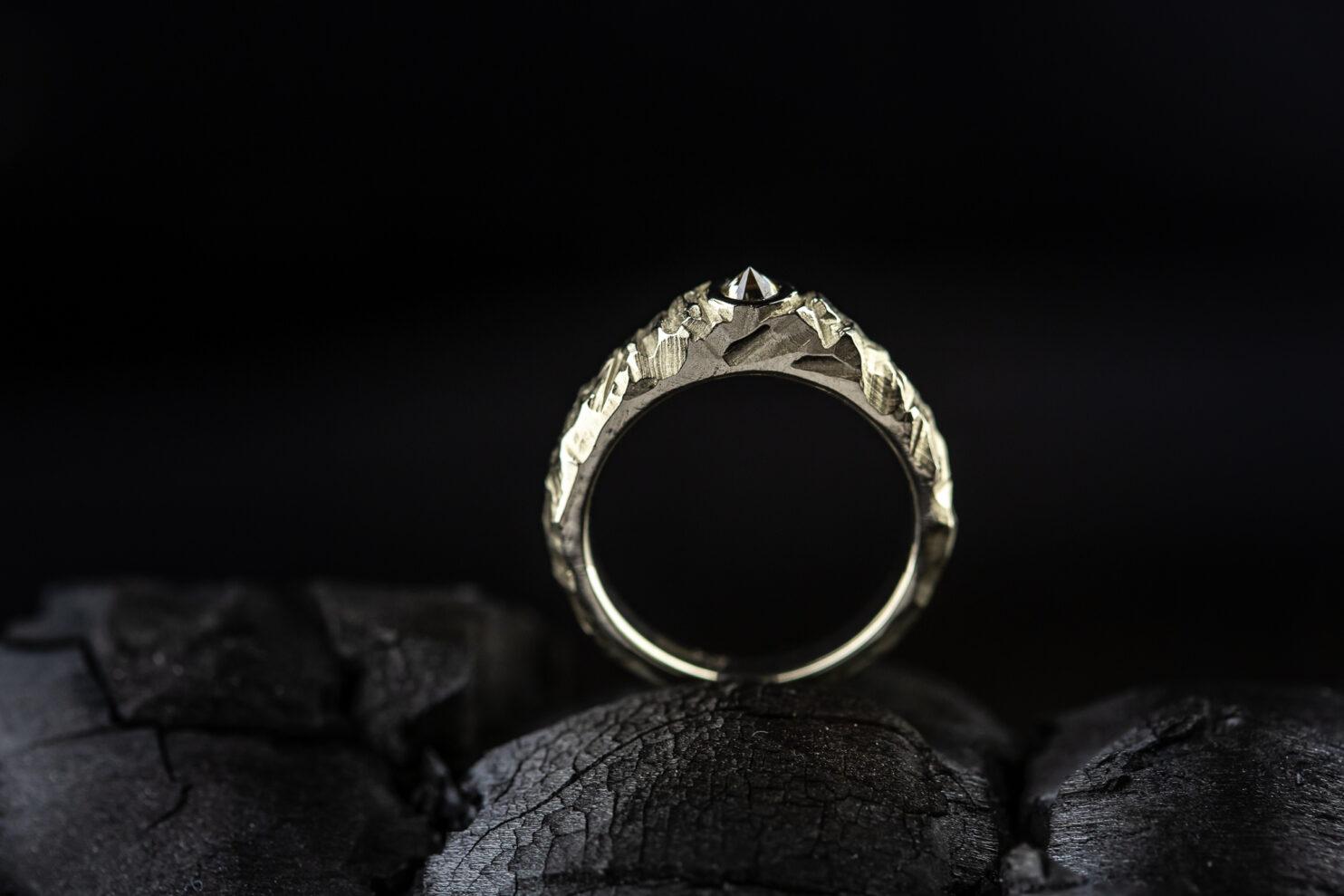 """Balto aukso sužadėtuvių žiedas """"Kalnai"""""""