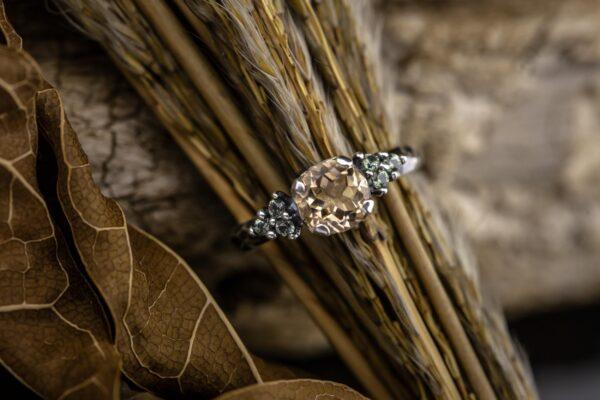 Sidabro žiedas su topazu ir safyrais