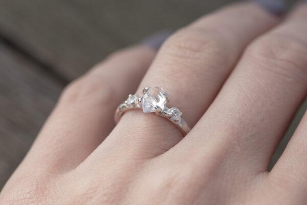 Sidabro žiedas su krištolu ir topazais