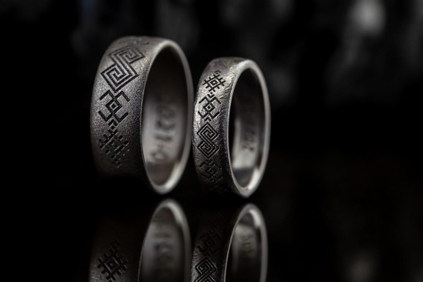 Juodinto titano vestuviniai žiedai