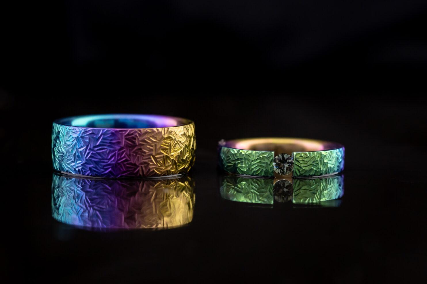 Spalvoti vestuviniai žiedai iš titano